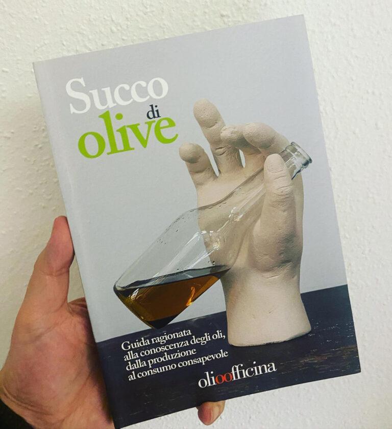 """Chi non ha ancora letto il libro """"Succo di olive"""" ha una grande lacuna da colmare"""