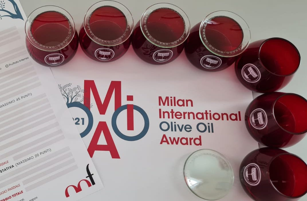 Which extra virgin olive oils are the top rated by the juries of the Milan International Olive Oil Award 2021