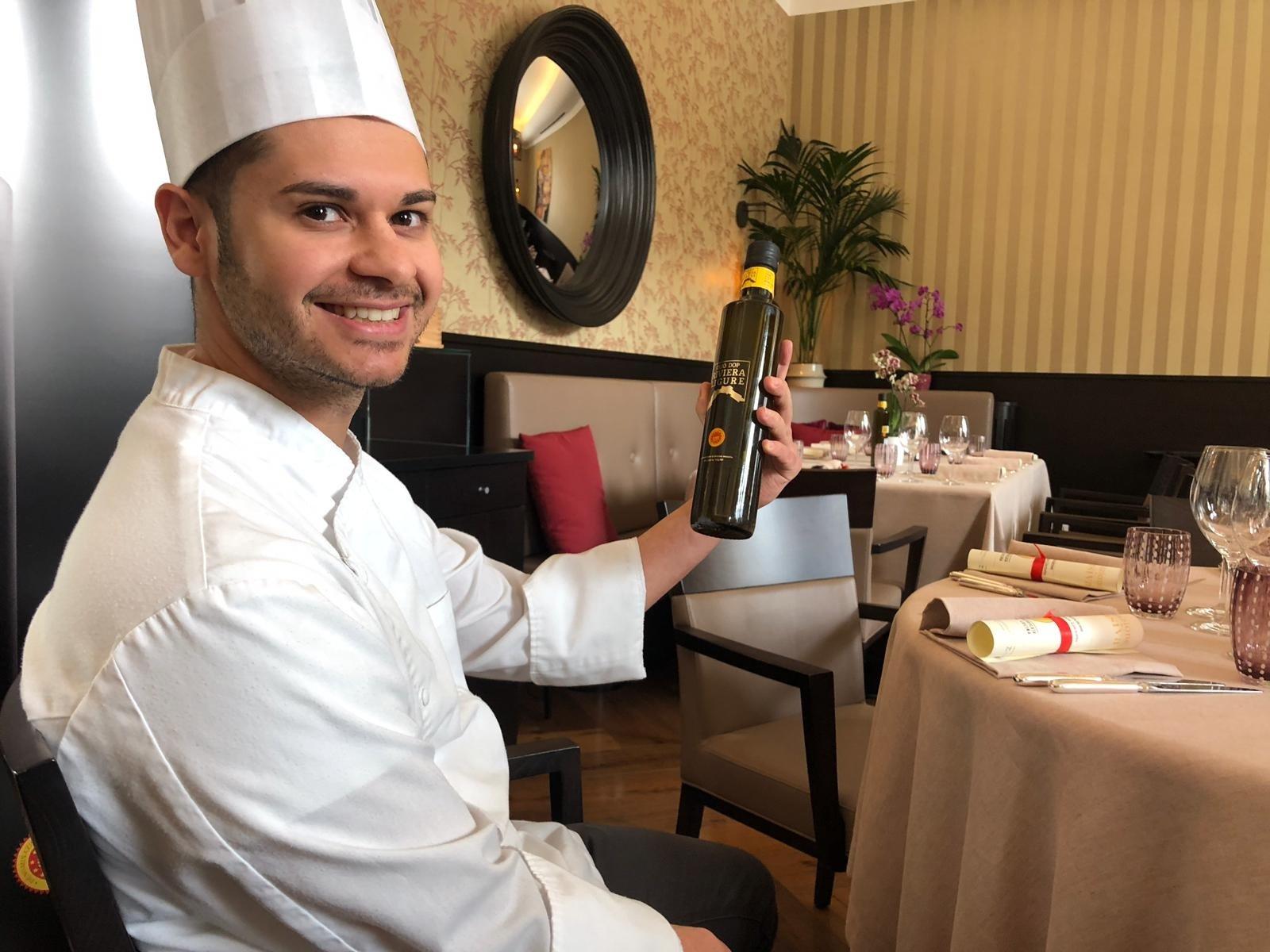 Prosegue il tour dell'olio Dop Riviera Ligure, a Torino lo chef Giuseppe Lisciotto, di Les Petites Madeleines, ha interpretato l'eccellenza simbolo della Liguria