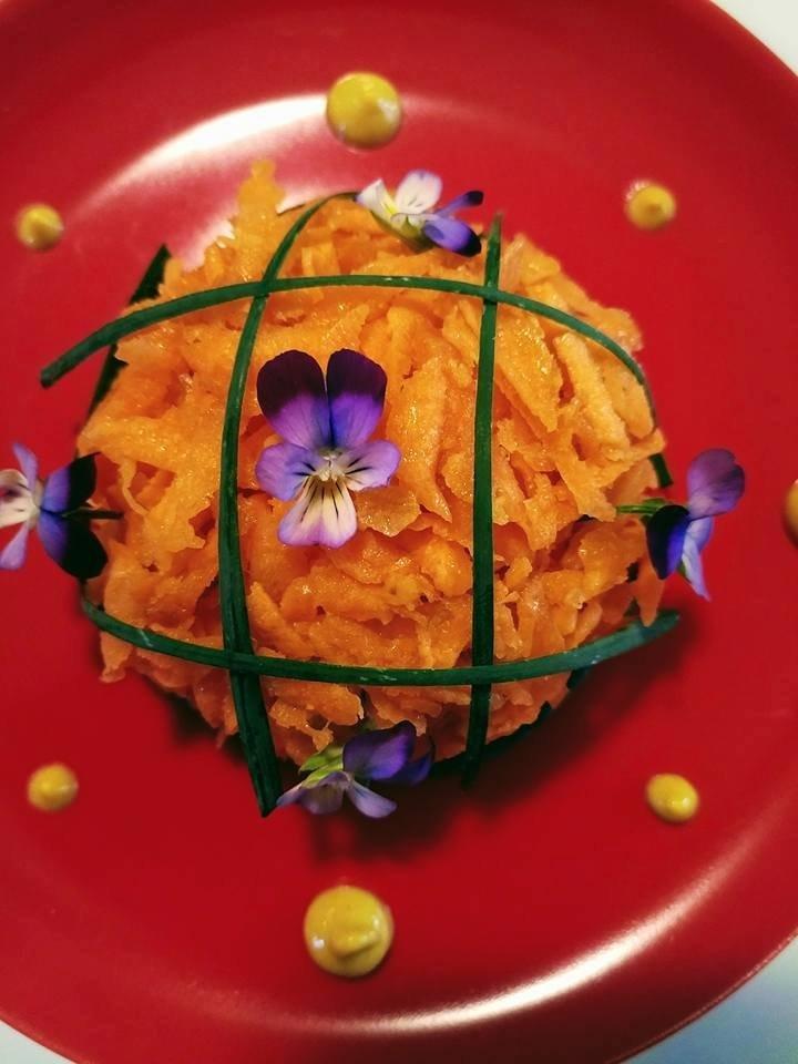 Sfera di carote, cipolla egiziana ligure e olio extra vergine di oliva