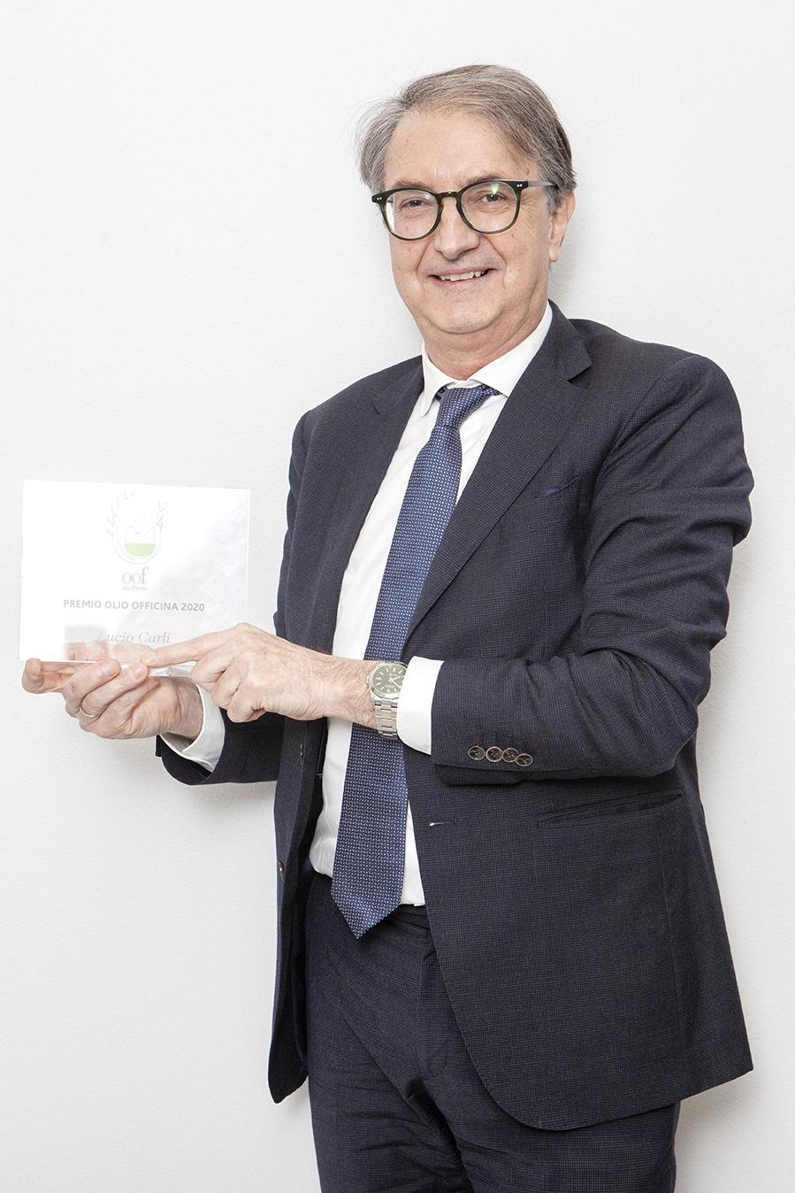 Il Premio Olio Officina cultura dell'olio a Lucio Carli