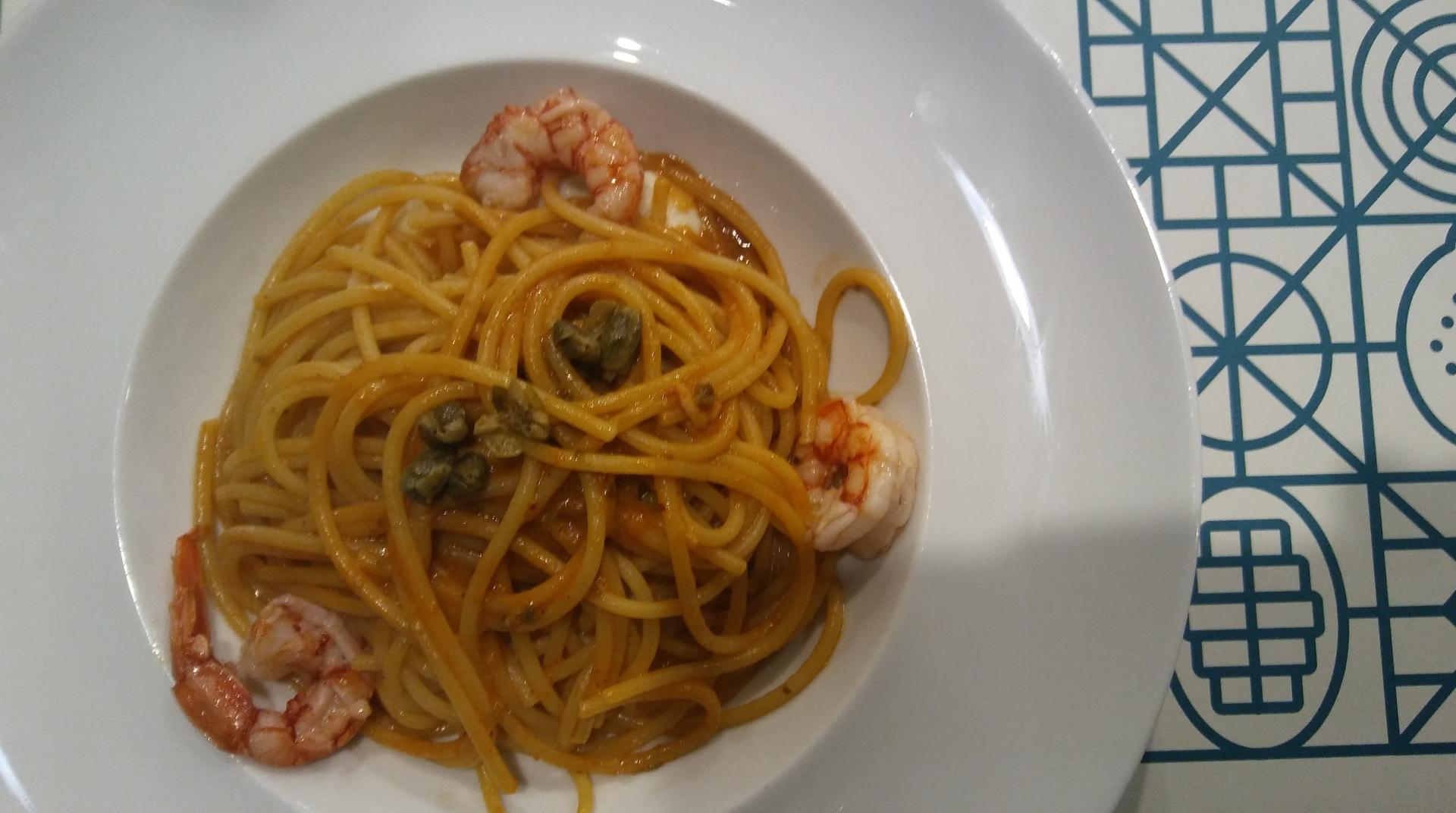 Spaghetti con vellutata di cavolfiore, gambero rosso di Mazara e capperi fritti