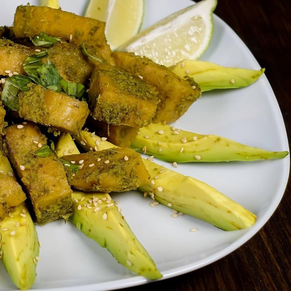 Bocconcini fritti di seitan marinati nella cipolla egiziana ligure e yogurt