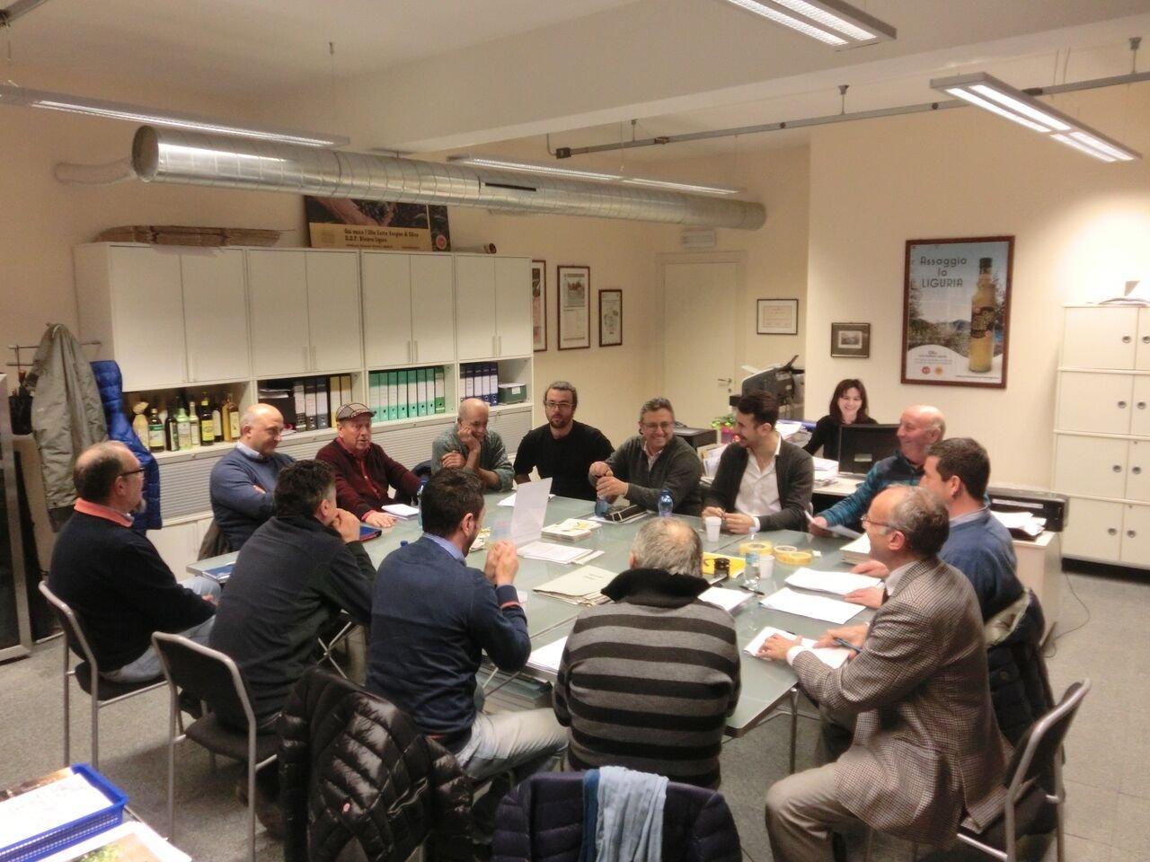 Assemblea annuale Consorzio olio Dop Riviera Ligure, riconfermato presidente Carlo Siffredi