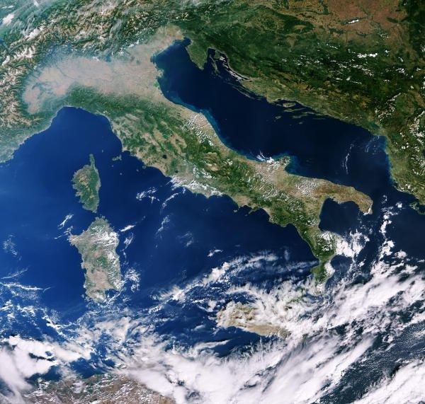 Censis, la maggior parte degli italiani guarda al futuro con incertezza e ansia