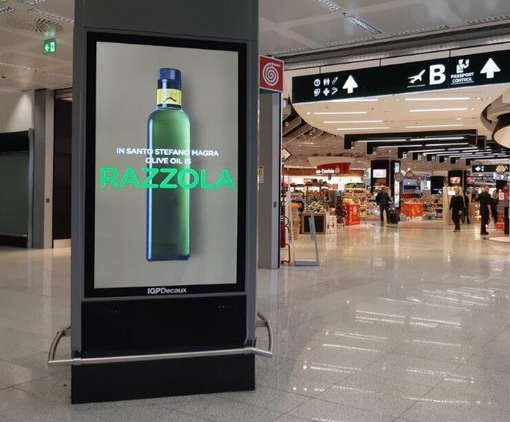 """Negli aeroporti italiani si vola con la reclame """"Liguria, terra d'olio e di vino"""""""