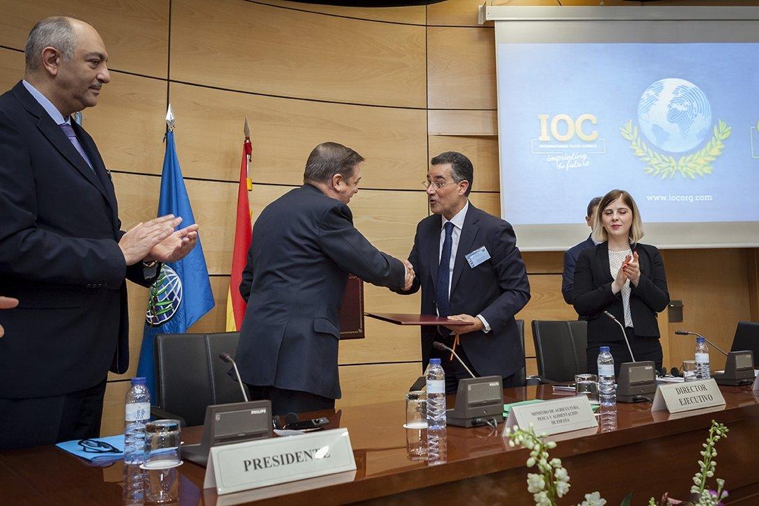 Il Consiglio Oleicolo Internazionale firma un nuovo accordo di sede