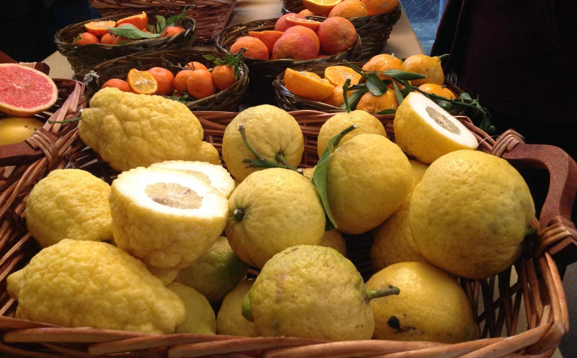 L'olio e il sugo di limone