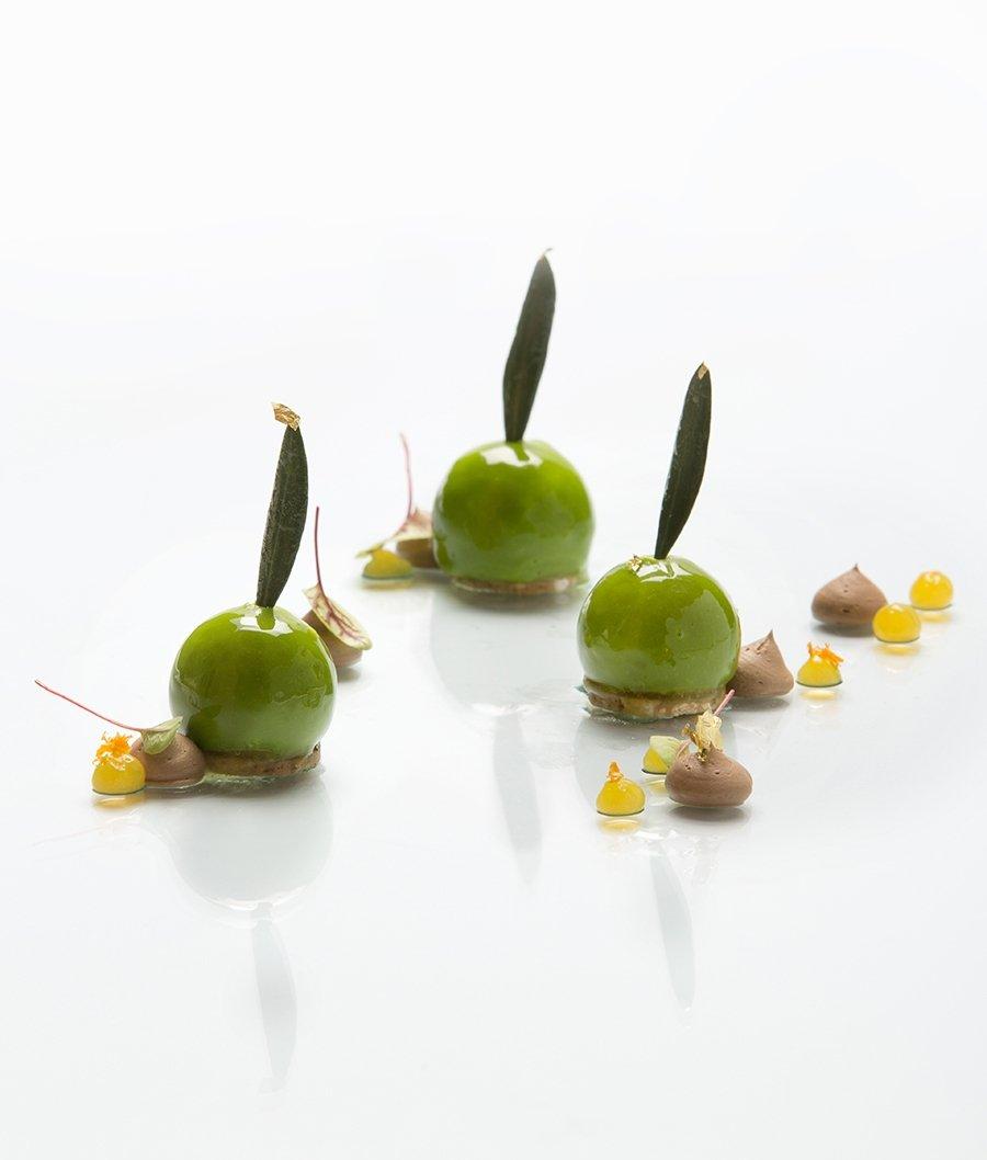 L'oliva al piatto e la torta evo, due ricette d'autore