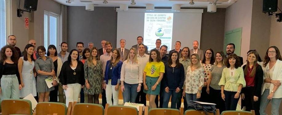 L'Università di Jaén lancia la diciassettesima edizione del corso per esperti in degustazione di olio d'oliva