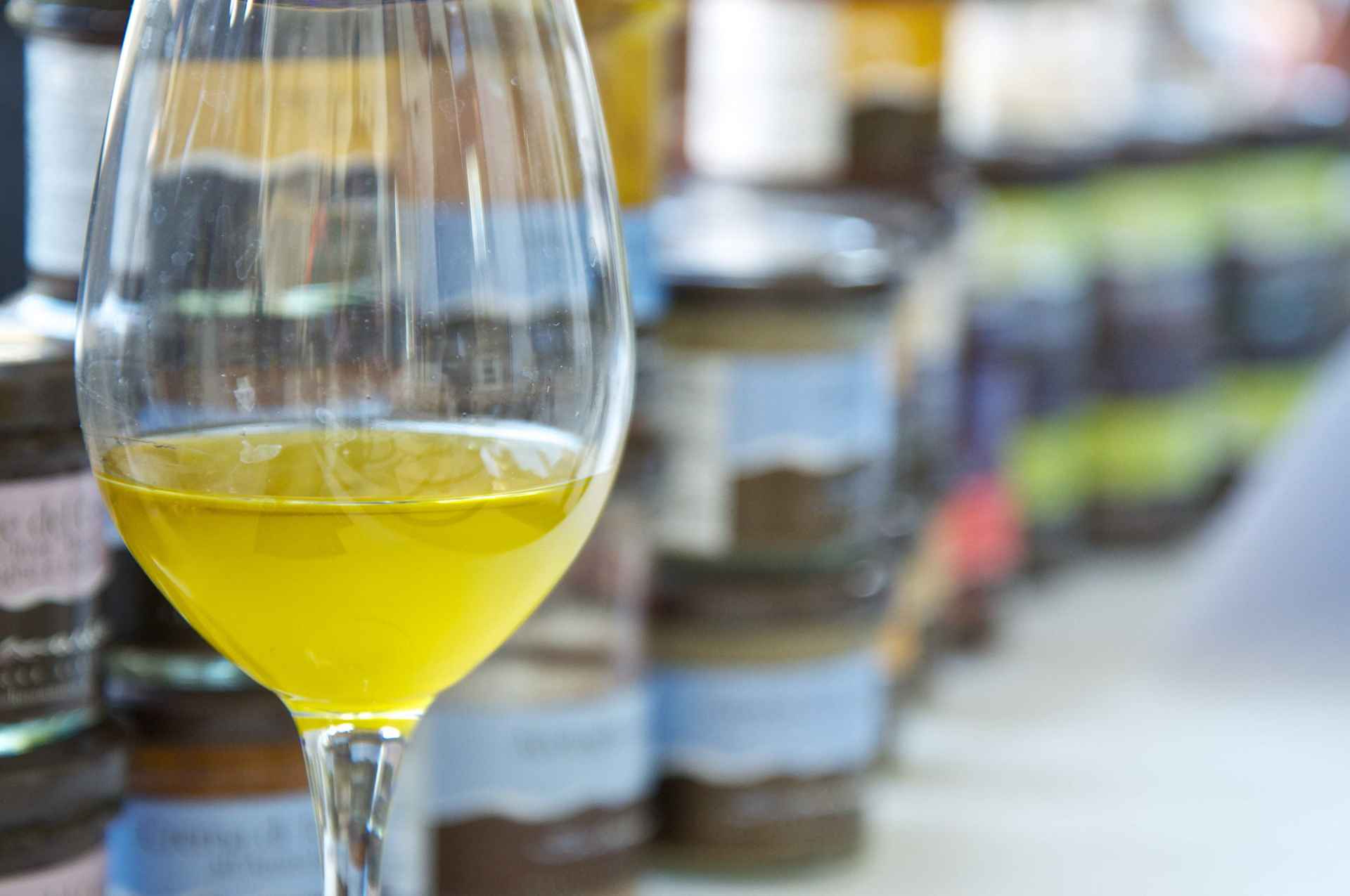 The crucial secret for enhancing the use and business of excellent extra virgin olive oils in restaurants and families is variety