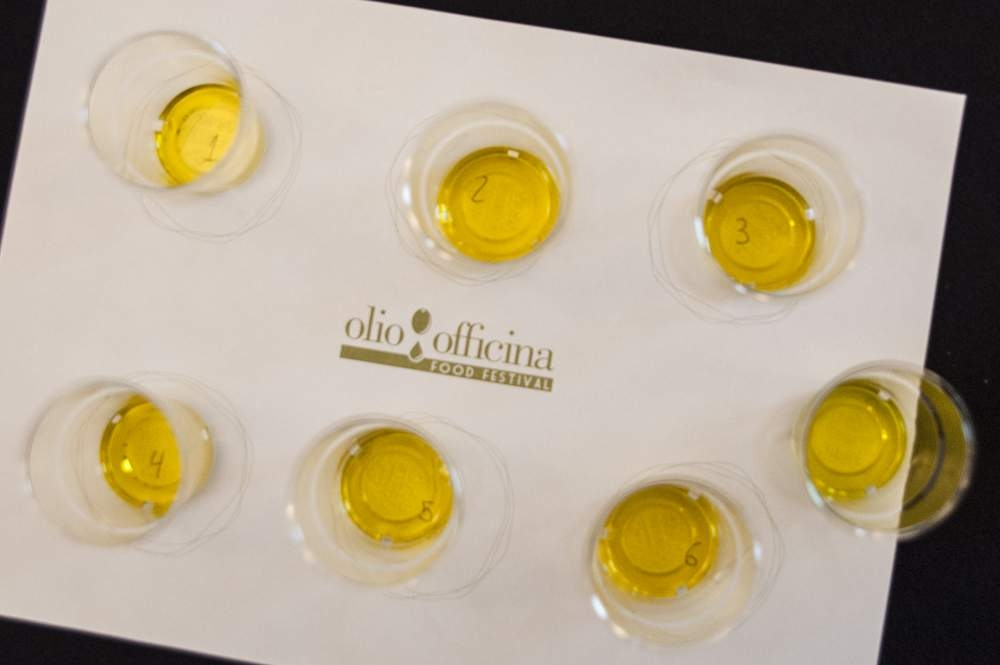 Oil-tasting in ten steps