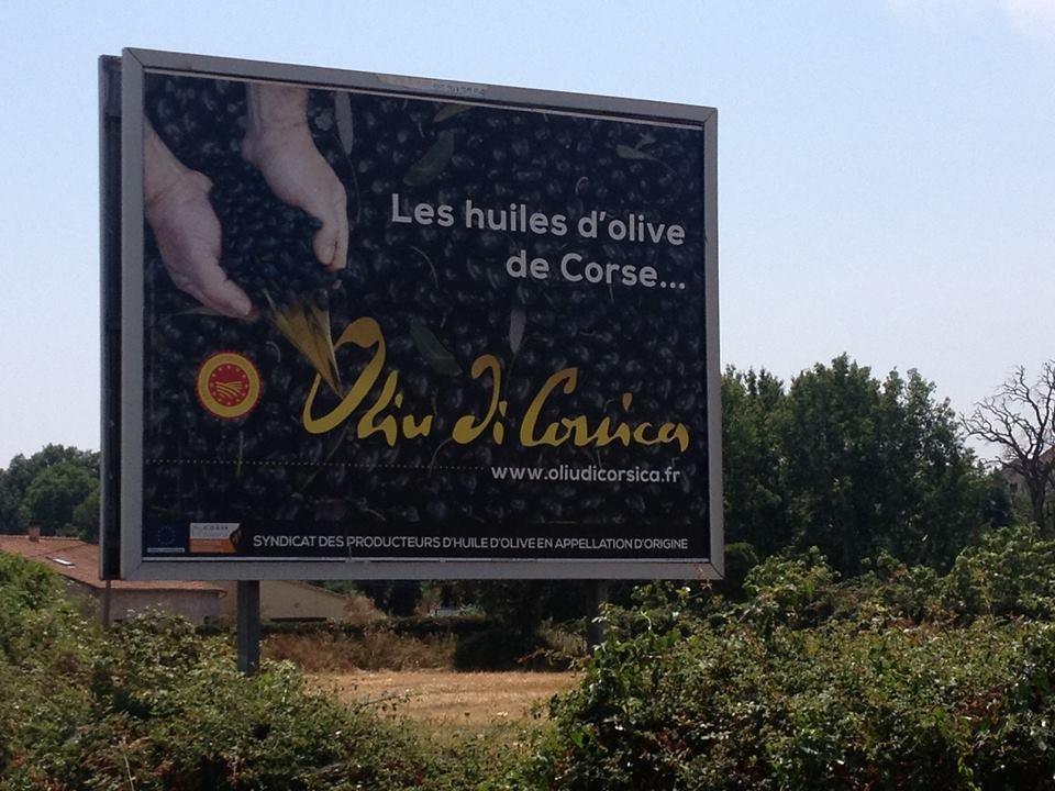Creare l'attesa intorno all'olio da olive