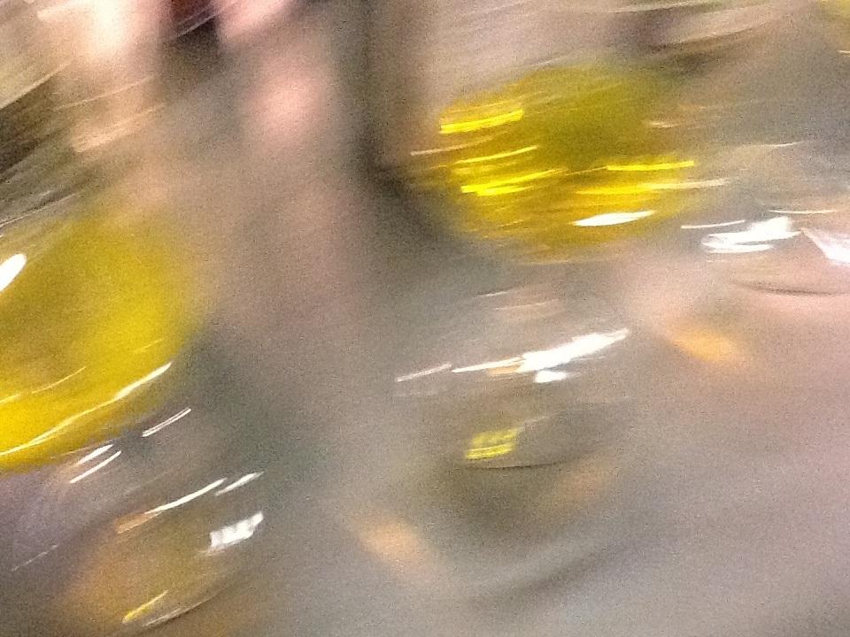 Olio in bicchiere. Mancano solo le parole per raccontarlo