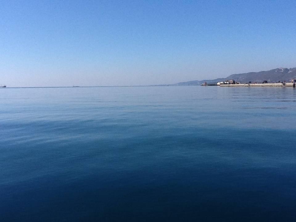 Un mare liscio come l'olio