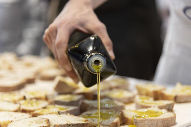 L'olio da olive alimento strategico nella lotta a obesità e squilibri alimentari