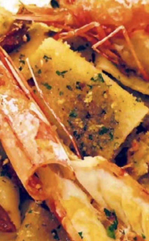 Paccheri, pomodori secchi, gamberi con pane povero e olio Dop Garda