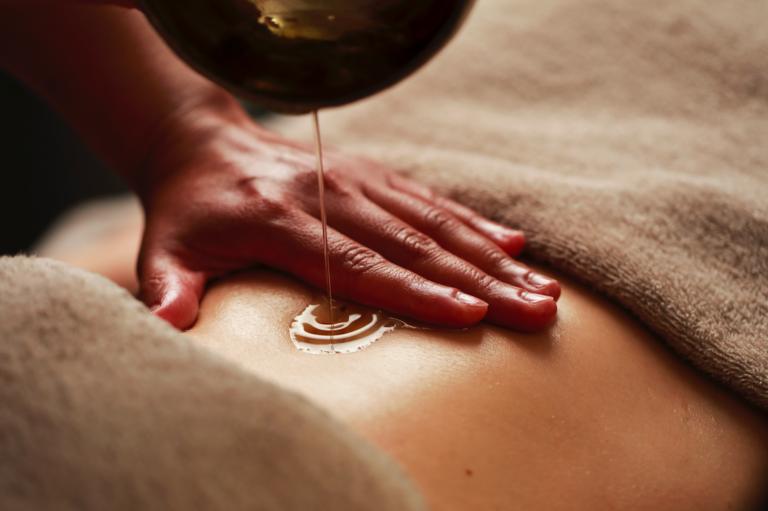 Benessere del corpo e trattamenti di bellezza a base di olio di oliva