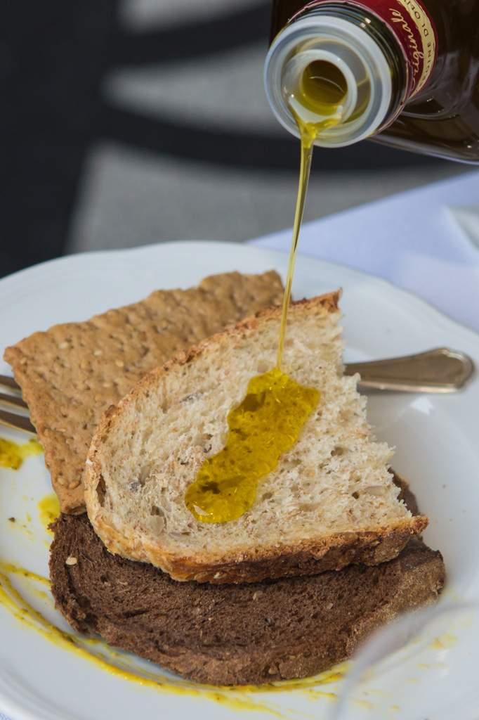 Guardare all'olio extra vergine di oliva come a un alleato della salute