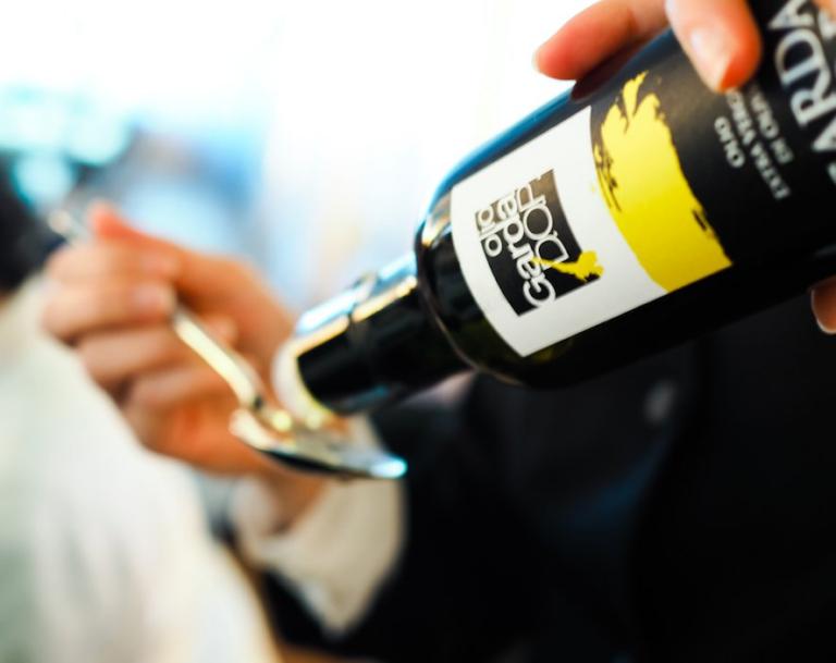 Abbinamenti Dop: l'aglio bianco polesano e l'olio extra vergine di oliva Garda