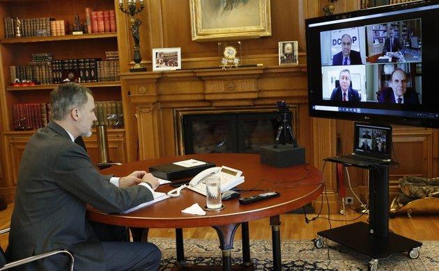 El Rey se interesa por la actividad de Dcoop y habla con el presidente