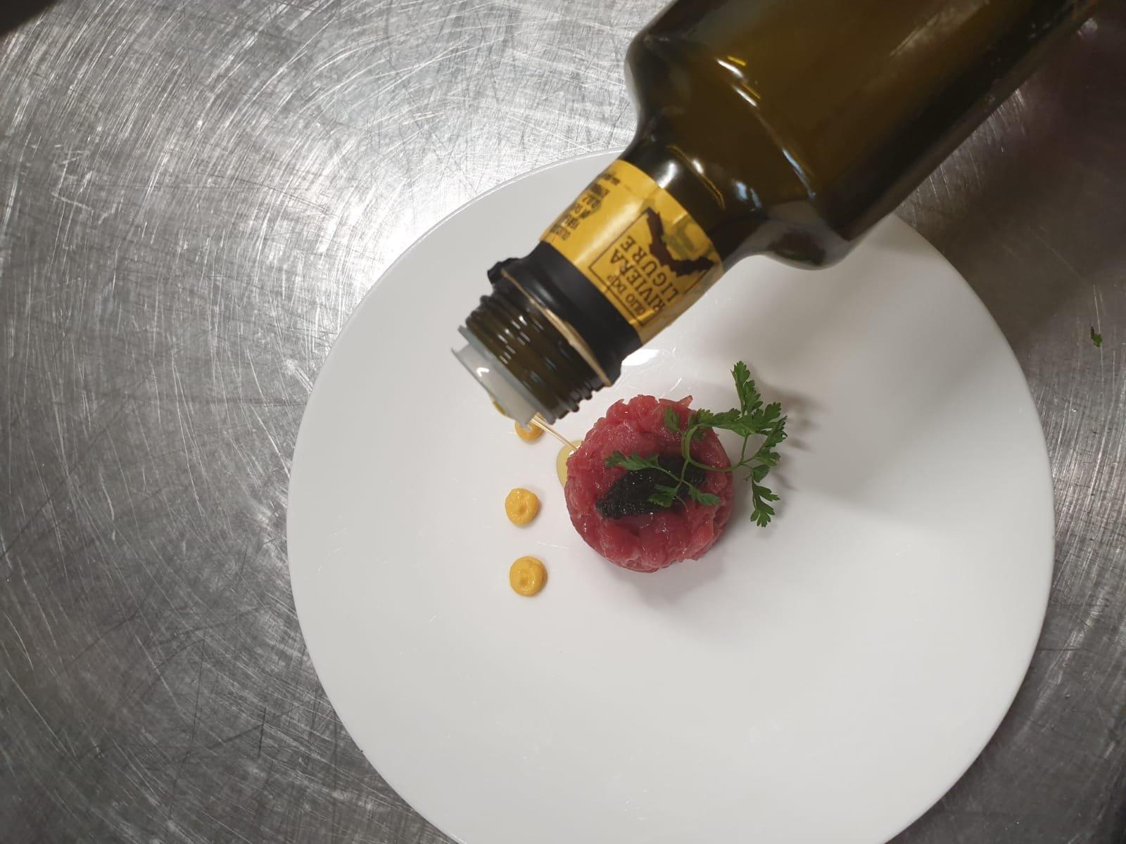 Il Consorzio di tutela dell'olio della Riviera Ligure ha incontrato la ristorazione delle Langhe per raccontare qualità, territorio e sicurezza del prodotto Dop