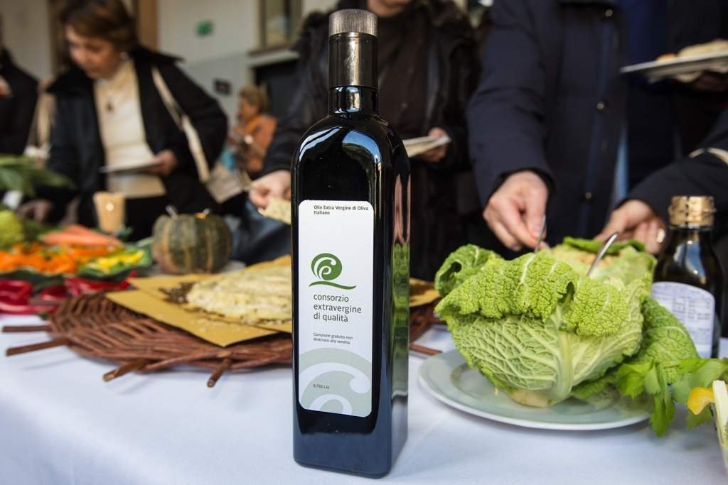 Olive oil, tender for selection promotion agencies USA and Japan