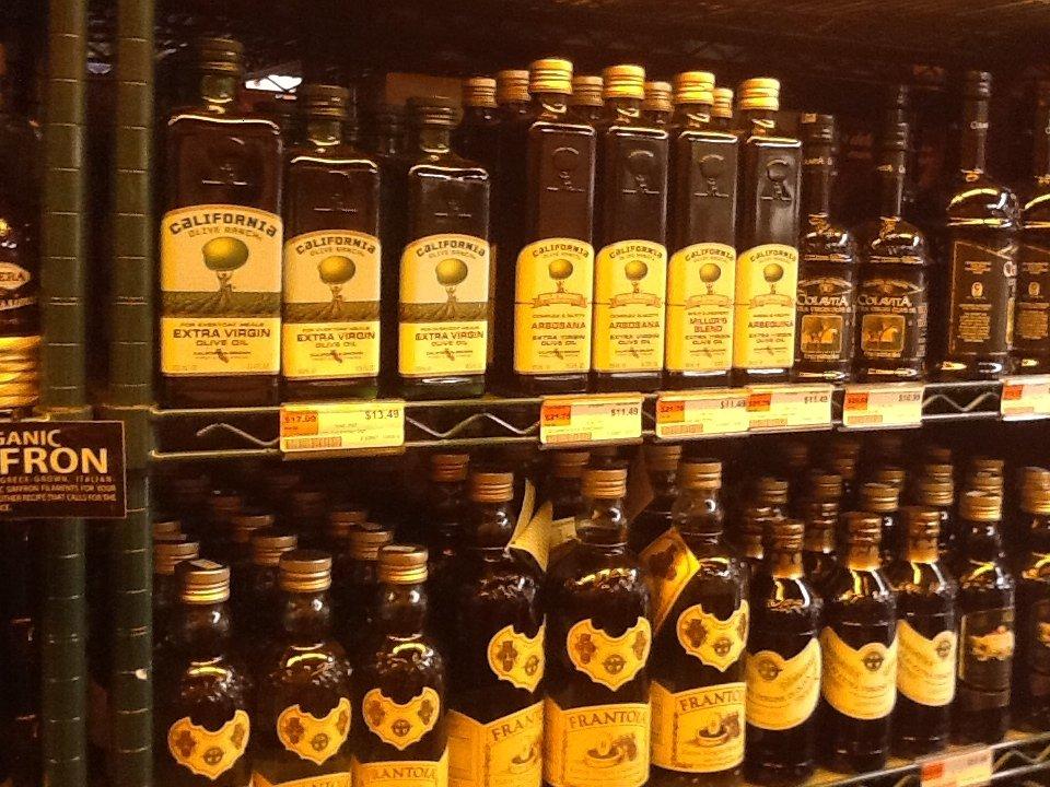 Prezzi all'ingrosso, grande calo sul fronte oli e grassi: per l'olio da olive -2,1% su base mensile