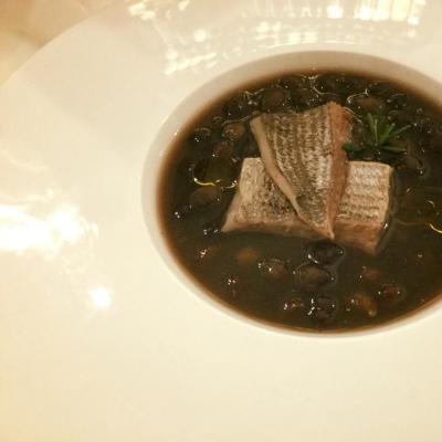 Zuppetta di ceci neri delle Murge con sarago affumicato con legno d'olivo