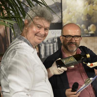 Lo chef Riccardo Vecchi con il conduttore del talk show Sauro Angelini