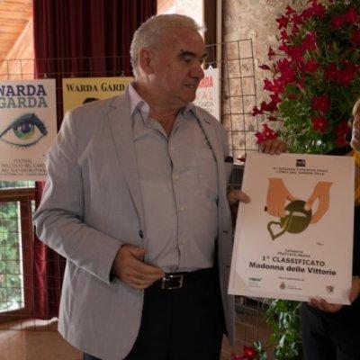 Il giornalista Giampiero Casagrande ritira per l'Azienda Madonna delle Vittorie, primo classificato Categoria fruttato medio