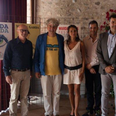 Foto di gruppo con i rappresentanti delle Istituzioni e i relatpori del convegno di apertura di Warda Garda