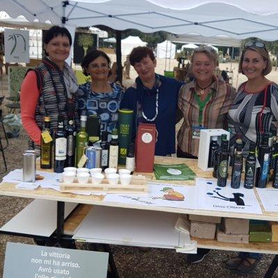 Alcune rappresentanti della storica associazione nazionale delle Donne dell'Olio