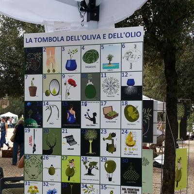 Il tabellone della tombola dell'olivo e dell'olio