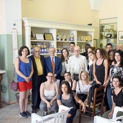 Il gruppo di giovani di due master internazionali in archeologia industriale in visita al pastificio
