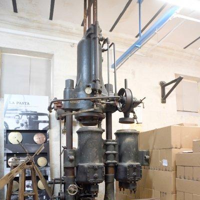 Torchio idraulico verticale per pasta lunga e i due ventilatori del Sistema Cirillo