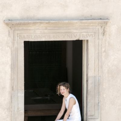 Alba Rohrwacher alla celebre finestra di Casa Menotti - 2016 © Fabian Cevallos