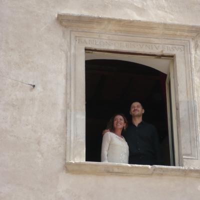 Maria Flora Monini e Claudio Santamaria alla finestra di Casa Menotti 2011© Foto Fabian Cevallos