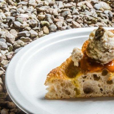 Pizza al mais e semi di girasole con coregone all'olio Garda Dop, capperi e limone - Patrick e Gianluca Zanoni -