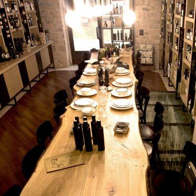 Visto così fa impressione questo tavolo in legno di quercia