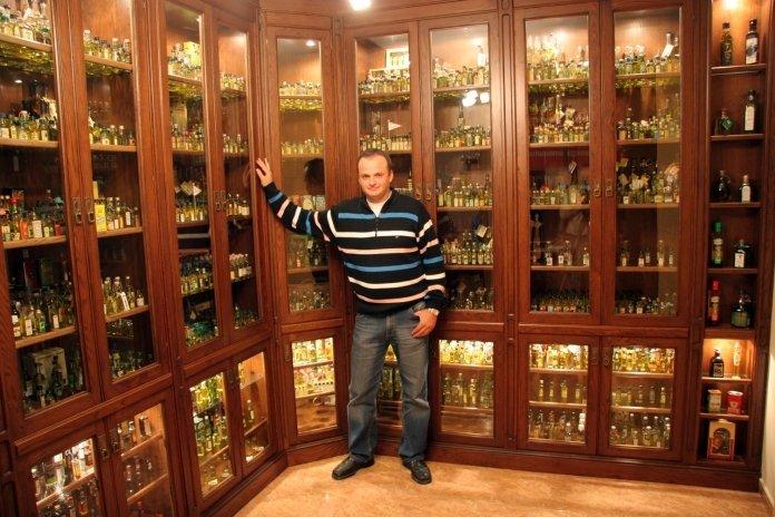 Collectors' mignon bottles
