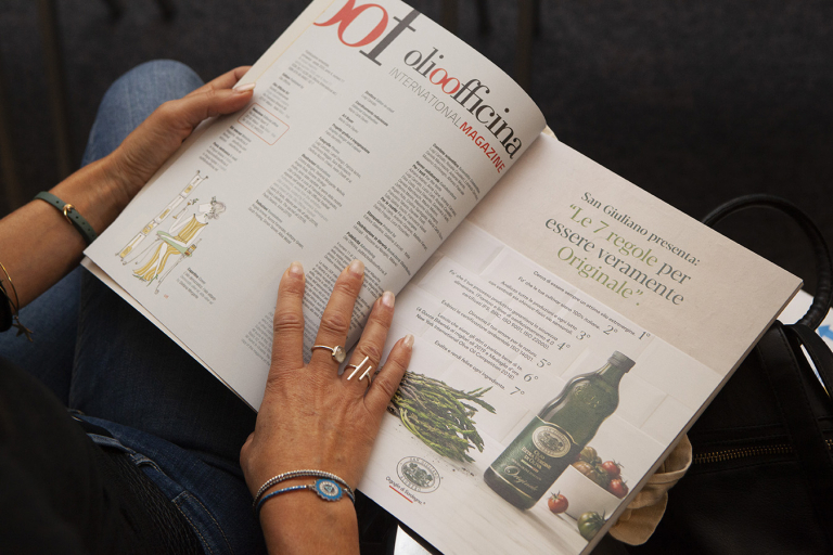 Leggendo OOF International Magazine N. 11