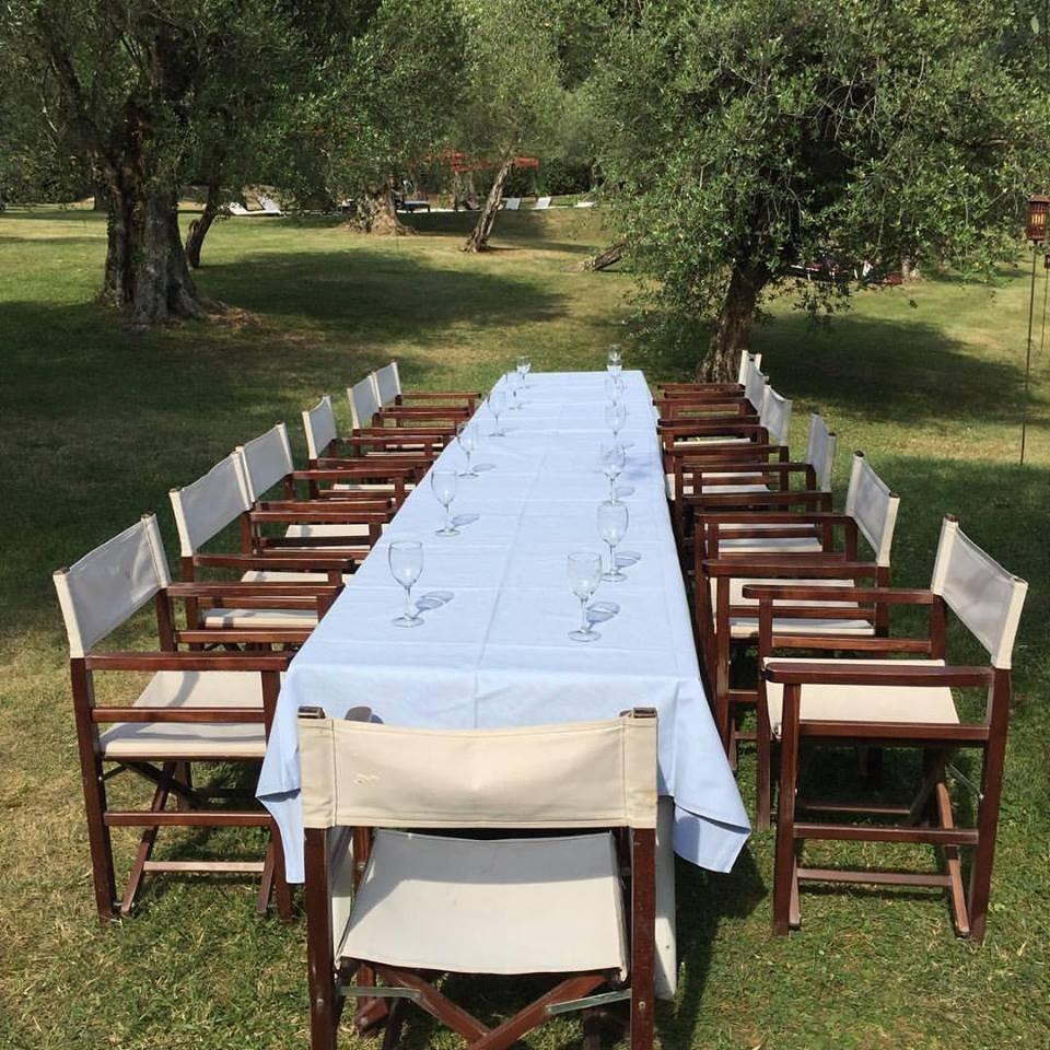 La tavola tra gli olivi